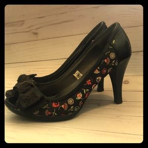 Super cute 👠 heels with pattern